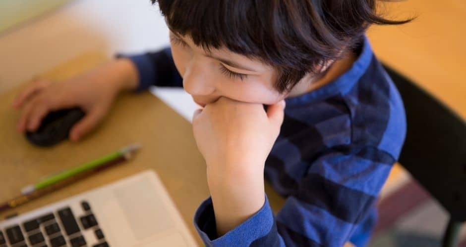 Hjemmeskolen: Hjælp dit barn ud af ensomheden